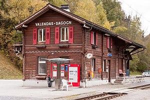 Valendas-Sagogn (Rhaetian Railway station) - Image: Bahnhof Valendas Sagogn (2009)