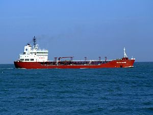Baltic Claire p3 approaching Port of Rotterdam, Holland 19-Apr-2007.jpg