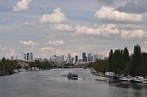 Barge Destin on the river Seine 001.JPG