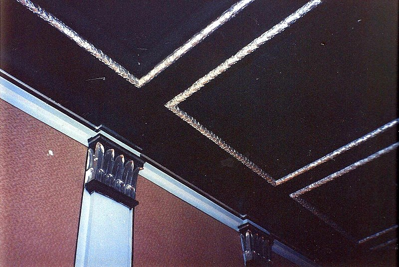 File:Beacham Theatre ceiling and columns in March 1991.jpg