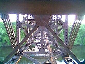 Short Line Bridge - Image: Belowbridgelevel