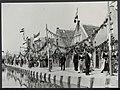 Bevrijdingsfeesten. Volendam viert feest. Door de versierde straten trekt Volend…, Bestanddeelnr 120-0906.jpg