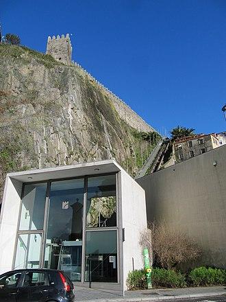Funicular dos Guindais - Image: Blick auf die Standseilbahn (14003780122)