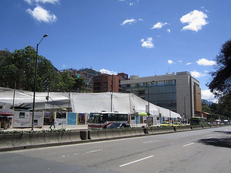 File:Bogotá carrera 7 construcción edificio Universidad Javeriana.JPG