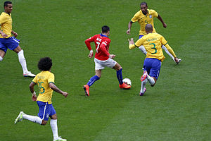 Miranda (footballer) - Miranda (wearing number 3) competing for the ball against Chile's Alexis Sánchez, alongside his compatriots during a friendly in March 2015