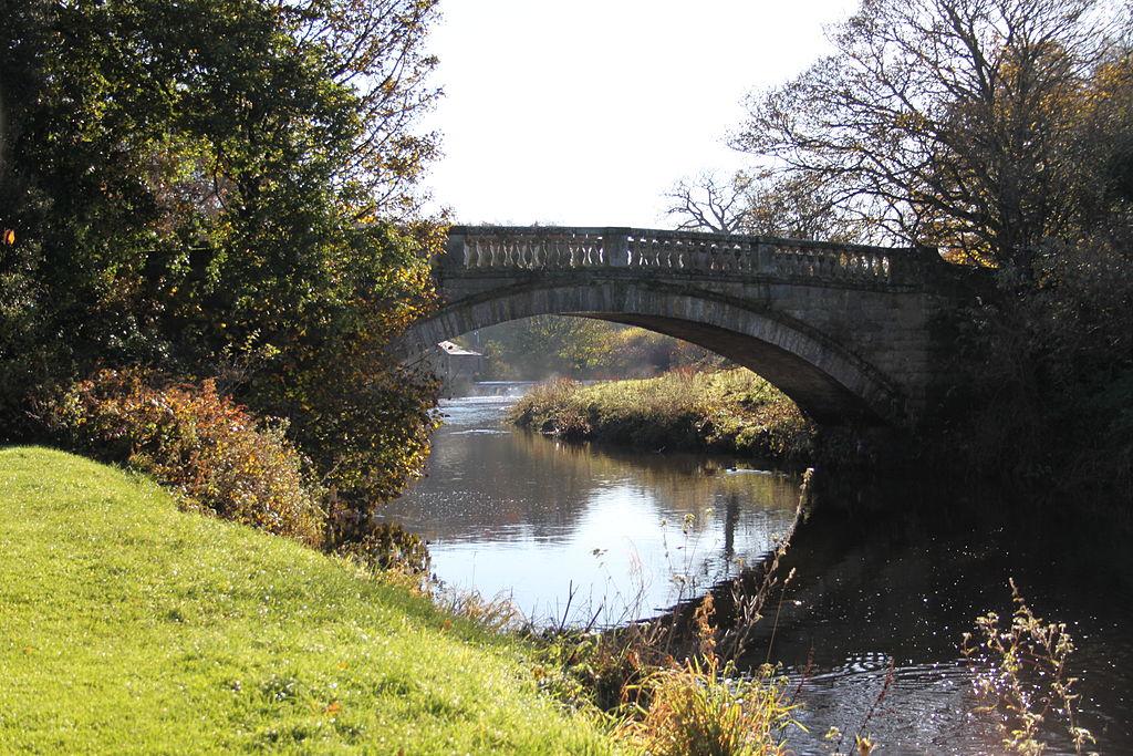 Pont au dessus du White Cart à la Pollok House au sud de Glasgow en Ecosse - Photo de Sagereid