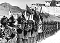 Bundesarchiv Bild 135-S-17-14-39, Tibetexpedition, Shigatse, Truppenparade.jpg