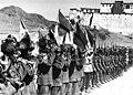 Bundesarchiv Bild 135-S-17-14-39, Tibetexpedition, Shigatse, Truppenparade.jpg