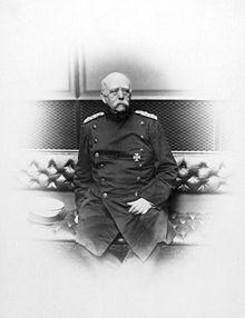 Bismarck au Reichstag en 1889, assis sur un banc