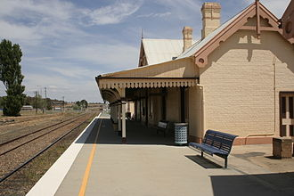 Bungendore railway station - Southbound view in October 2006