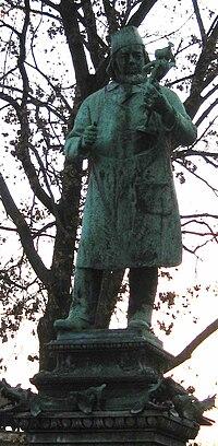 Burgschmiet Brunnenstatue.JPG