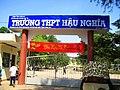 Cổng trường THPT Hậu Nghĩa - panoramio.jpg