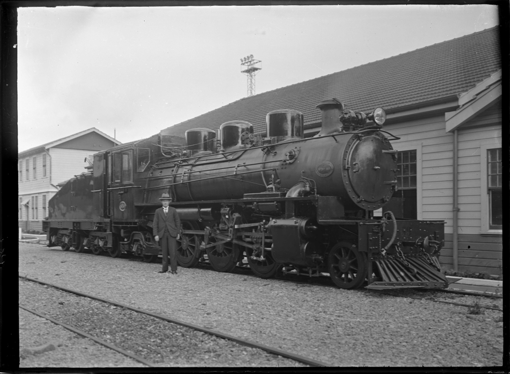 File:C class 2-6-2 steam locomotive, New Zealand Railways ...