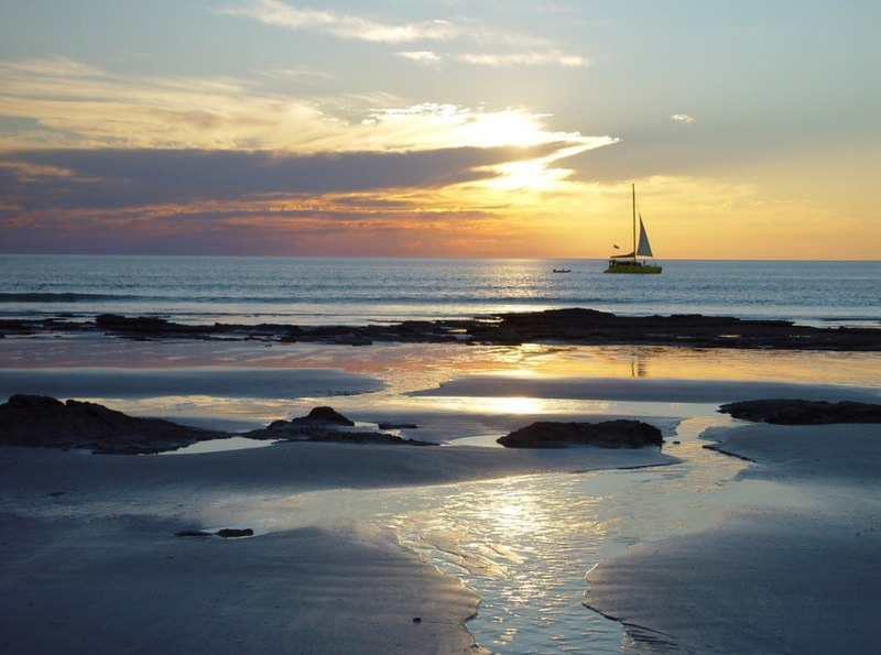File:Cable beach Sunset with saling ship 5-5-2004 - panoramio.jpg