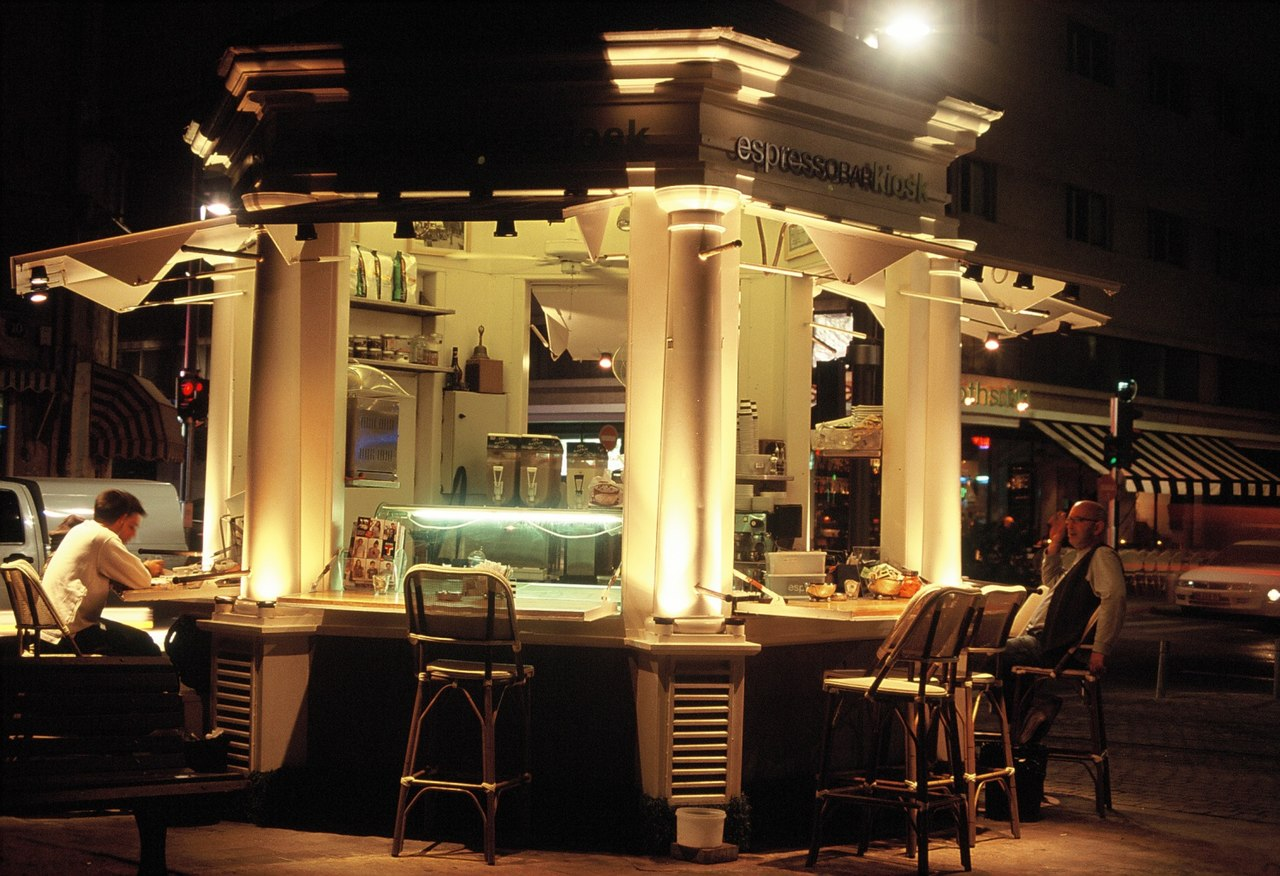 Cafe on Boulevard Rothschild Tel Aviv - panoramio.jpg