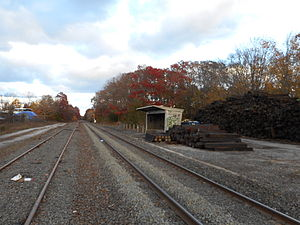 Calverton LIRR Station Shelter; November 2014.JPG