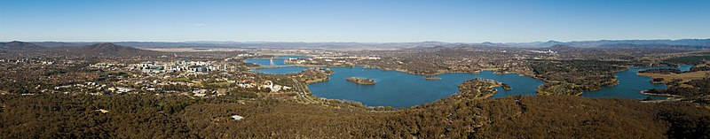 Panorama over Canberra og Lake Burley Griffin med New South Wales fjernt i bagggrunden