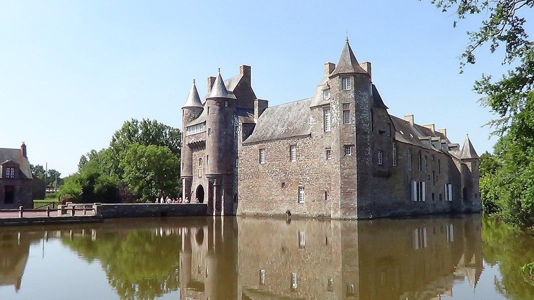Château de Trécesson (ClasséInscrit_UNIQ0ed8dda44cdedfbc-ref-00000007-QINU_)