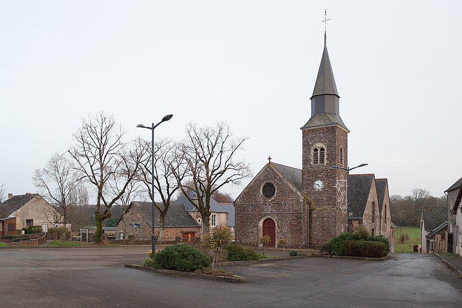 Église Saint-Pierre de Chammes en Mayenne.