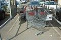 Chariots inversés à cause des deux systèmes d'accroches différents au Carrefour Market de Saint-Rémy-lès-Chevreuse le 10 avril 2015 - 2.jpg