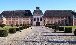 Chateau du Champ-de-Bataille entrance.jpg