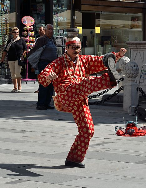 File:Chinese juggler 03.jpg