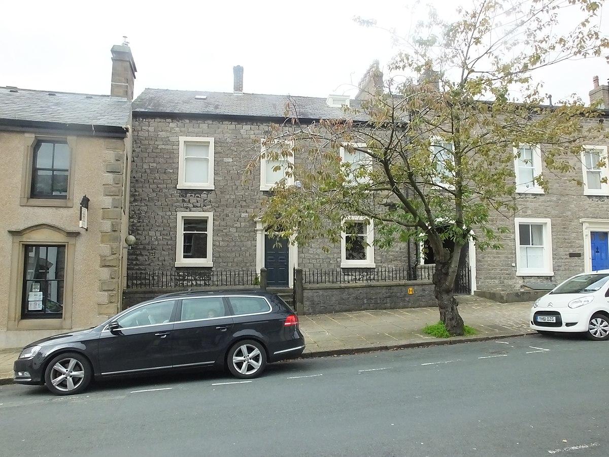 Clitheroe Church Street odds 8765.JPG