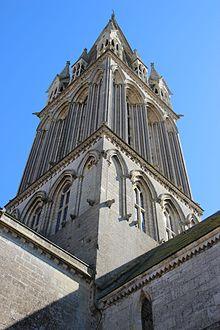 Clocher de l'église saint Martin de Langrune-sur-Mer.jpg