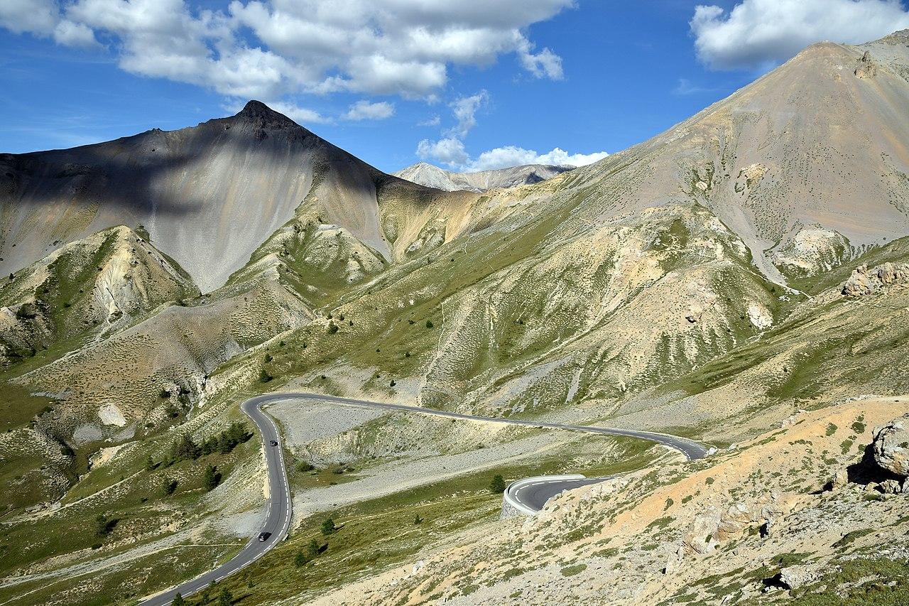 Derniers lacets de la route menant au col d'Izoard (Alpes).  (définition réelle 6000×4000)