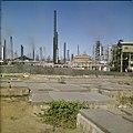 Collectie Nationaal Museum van Wereldculturen TM-20029793 De oude Joodse begraafplaats Beth Haim, op de achtergrond de raffinaderijen van Shell Curacao Boy Lawson (Fotograaf).jpg