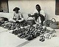Collectie Nationaal Museum van Wereldculturen TM-60061997 Fruit verkopers op straat Trinidad fotograaf niet bekend.jpg
