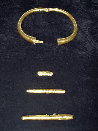 Varna Archaeological Museum - Image: Collier nécropole Varna