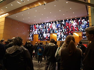 Comcast Center - People watching the Comcast Experience holiday show in 2008