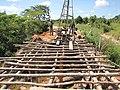Construção de ponte sobre igarapé.jpg