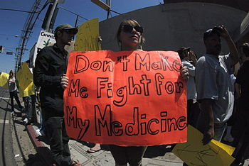 English: DEA raid on a medical marijuana dispe...