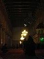 Damaskus, Omayadenmoschee, Innenraum mit grün beleuchtetem Schrein Johannes d. Täufers (37819315145).jpg