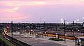 De avond valt op station Amersfoort (15195600202).jpg