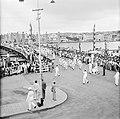 De koninklijke stoet op de Emmabrug in Willemstad, Bestanddeelnr 252-3608.jpg