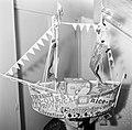 De zelfgemaakte hoed waarmee Mademoiselle Suzanne tot Koningin van de Cathérinet, Bestanddeelnr 254-0209.jpg