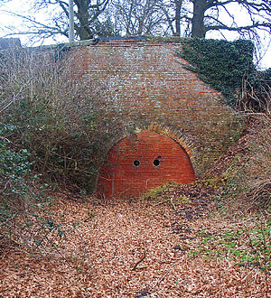 Newbold-on-Avon - The abandoned tunnel on the old route of the canal