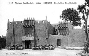 Djenné - A house in Djenné with a Toucouleur-style façade. From a postcard by Edmond Fortier published in 1906.
