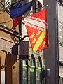 Drapeau regroupant les blasons de la Haute-Alsace et de la Basse-Alsace en Strasbourg.jpg