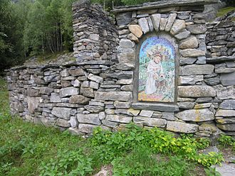 Dry stone - Mosaic embedded in a dry stone wall in Italian Switzerland