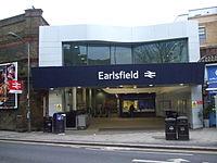 Earlsfield station building 2013.JPG