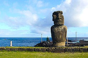 Collapse: How Societies Choose to Fail or Succeed - Diamond says Easter Island provides the best historical example of a societal collapse in isolation.