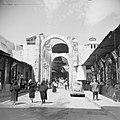 Een van de uiteinden van de suq Hamidieh in Damascus met de boog van de Romeinse, Bestanddeelnr 255-5884.jpg