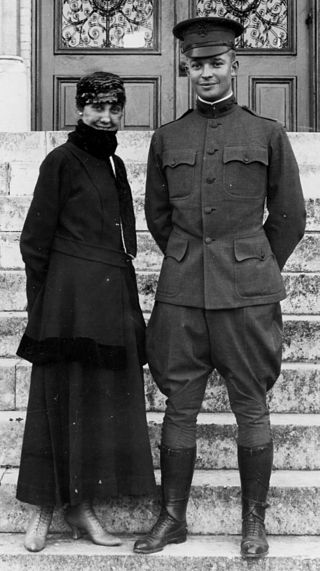Mamie Eisenhower, with her husband, Dwight, on the steps of St. Mary's College, San Antonio, Texas, in 1916 Eisenhower with Mamie.jpg