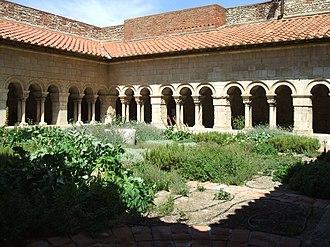 Elne Cathedral - Image: Elne Cloitre Nord Est