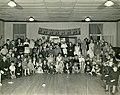 Enfants réunis au Town Hall dans le cadre de l'Halloween à Riverbend, Alma (Québec).jpg