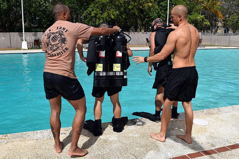 File:Engineer Dive Detachment in Pool 140712-A-KD550-588.jpg